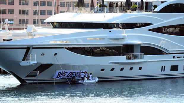 Picture taken from the Twitter feed of Lee Nelson showing the TV comedian renaming Sir Philip Green's super yacht the BHS Destroyer.