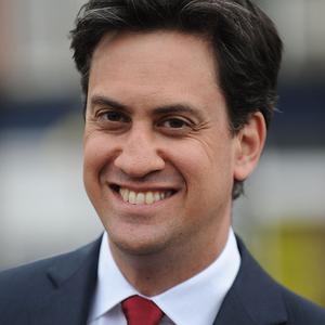 Ed Miliband has been hailed by a woman cyclist after he came to her aid when she tumbled from her bike