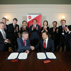 David Sterling, head of the Northern Ireland Civil Service, signing a Memorandum of Understanding with Wang Dawei, Vice Governor Liaoning Province