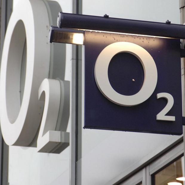 Mobile phone network O2 has switched on its 4G service in Belfast and Lisburn after a £15m investment