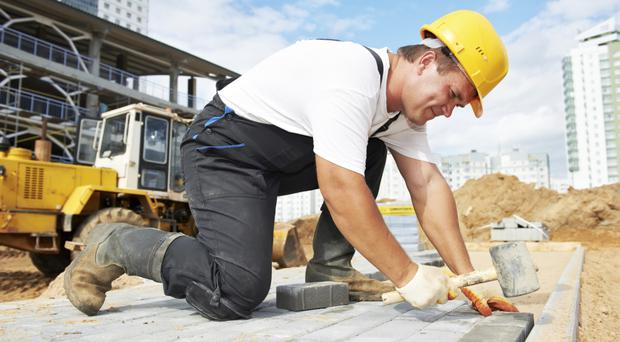 Under one-third of Northern Ireland construction firms are predicting growth in 2016