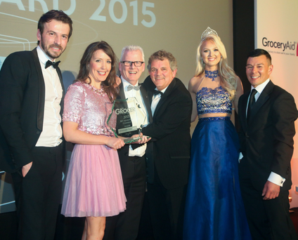 Elton Hysa of Field Management Ireland presented the top prize at the Ulster Grocer Marketing Awards to Bronagh Henderson and Paddy Doody of Henderson Group. They were joined on stage by host Adrian Logan, Miss Northern Ireland Leanne McDowell and Ulster Grocer manager Mark Beckett