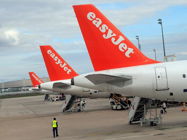 EasyJet Q3 revenue lower, sees uncertainty ahead
