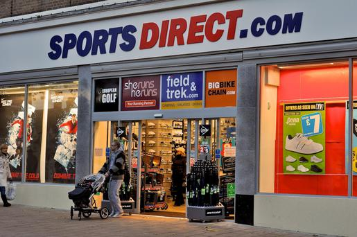 Sports Direct has said it will offer casual staff guaranteed hours