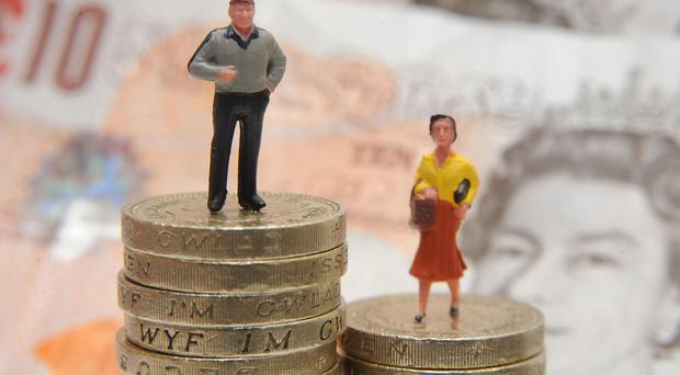 The gender pay gap for high earners remains at around 20%, official figures show