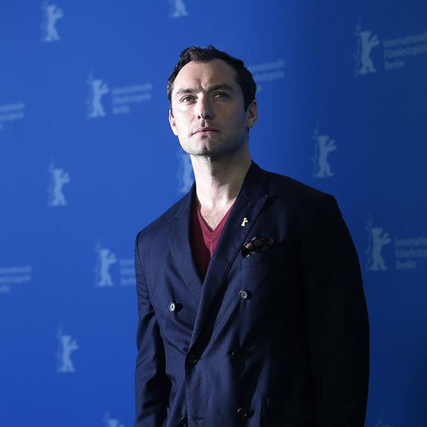 Jude Law plays a psychiatrist in thriller Side Effects