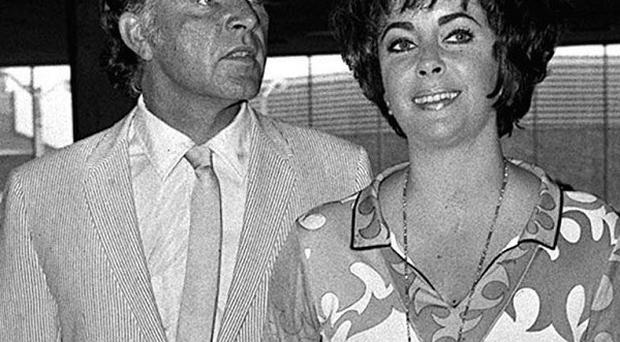 Richard Burton will receive a posthumous place on the Hollywood Walk Of Fame next to Elizabeth Taylor