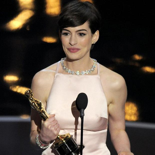 Anne Hathaway has apologised for not wearing Valentino at the Oscars