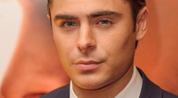 Zac Efron will present a gong at the MTV Movie Awards