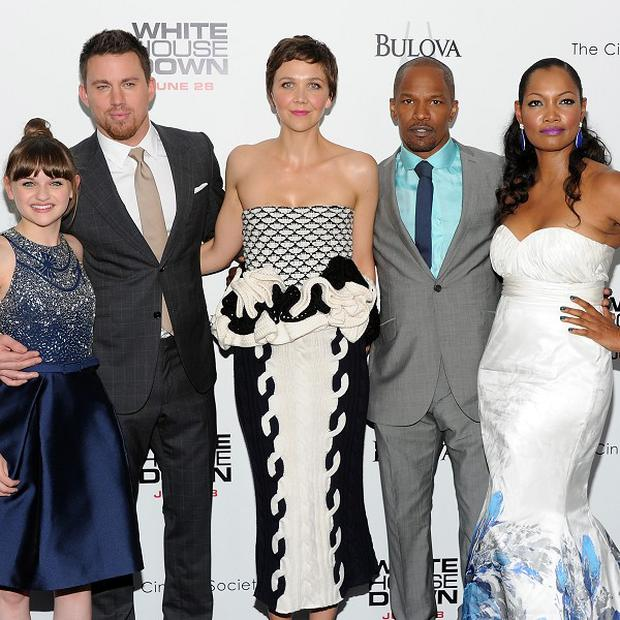 Maggie Gyllenhaal wore a monochrome dress to the White House Down premiere