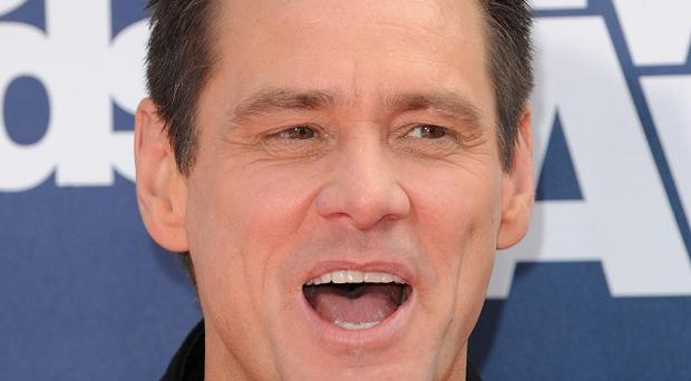 Jim Carrey has said sorry to rifle owners for calling them names