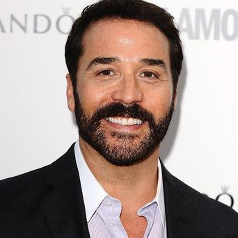 Jeremy Piven has a role in Edge Of Tomorrow