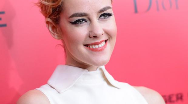 Jena Malone accidentally flashed a man while making Catching Fire