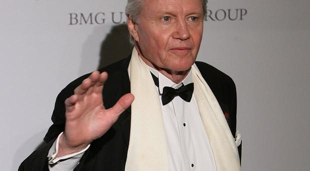 Jon Voight has said Arnold Schwarzenegger offered to train with him to help him play Superman