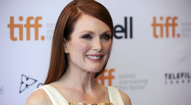 Julianne Moore is to help design the backstage green room for the Oscars