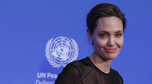 Angelina Jolie Reveals Bell's Palsy Diagnosis After