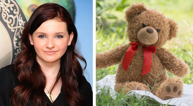Abigail Breslin and teddy bear