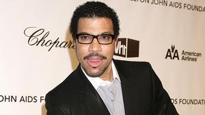 Lionel Ritchie is to play at Glastonbury