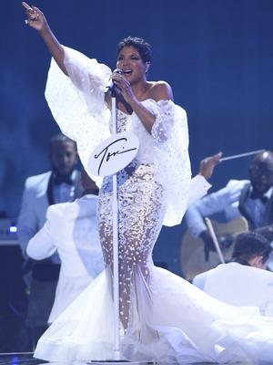 25 years after winning her first AMA, Toni Braxton performed Un-Break My Heart (Chris Pizzello/Invision/AP)