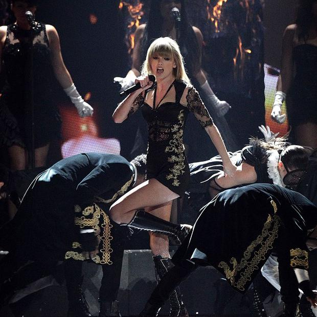 Taylor Swift will perform at the Billboard Music Awards in May