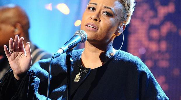 Emeli Sande has toppled a chart record set by the Beatles