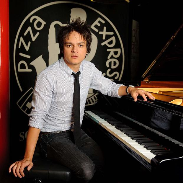Jamie Cullum will perform on a roof for charity
