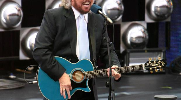 Barry Gibb is to receive a lifetime achievement award
