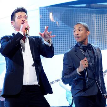 Robin Thicke's Blurred Lines, featuring Pharrell, retained the number one spot on Sunday by selling almost 199,000 copies