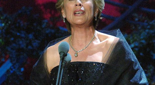 Dame Kiri Te Kanawa has complained that female opera singers are starving themselves