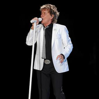 Rod Stewart has extended his Vegas stint