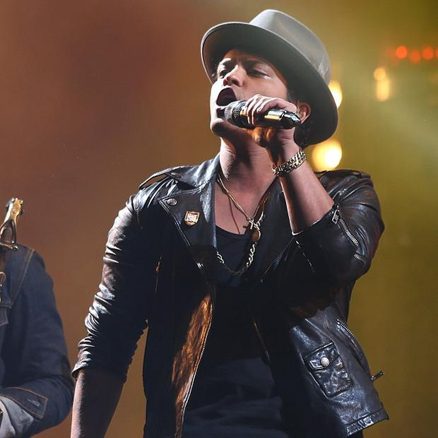 Bruno Mars will unveil his new song at the MTV VMAs