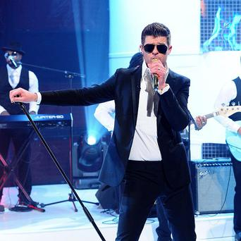 Robin Thicke kicked off the festivities ahead of the MTV Video Music Awards
