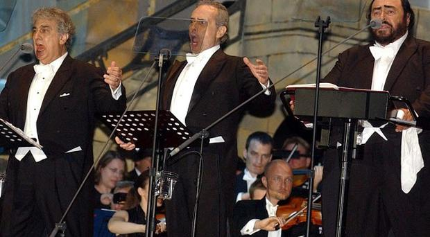 Placido Domingo and Jose Carreras will pay tribute to Luciano Pavarotti at the Classic Brits
