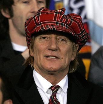 Rod Stewart will sing in front of around 40,000 people on the opening night of the Commonwealth Games