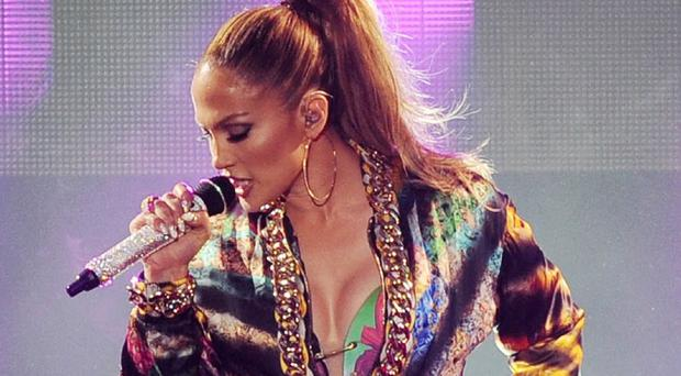 Jennifer Lopez will perform at the Fashion Rocks concert