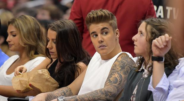 Justin Bieber ordered his bodyguard to take a memory card from a photographer, a lawsuit says (AP)