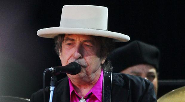 Bob Dylan has covered a Beatles song as part of a tribute to Sir Paul McCartney