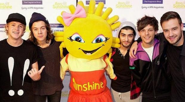 One Direction visited children for Rays Of Sunshine charity (One Direction/Twitter)
