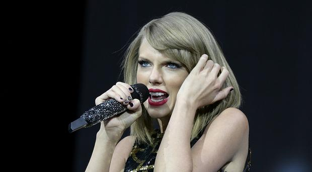 Taylor Swift will perform at the Brit Awards ceremony in 2015
