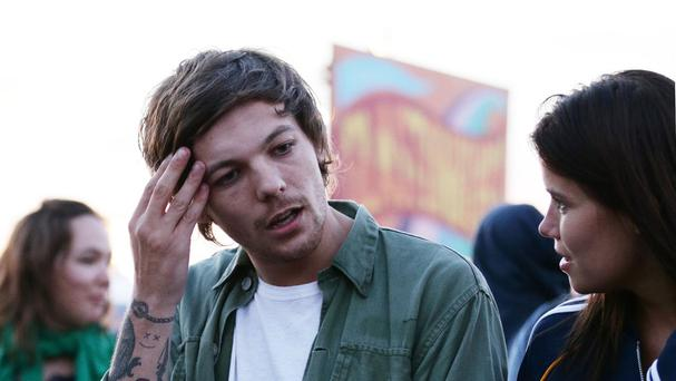 Louis Tomlinson steered clear of rumours about little things in a Twitter exchange with fans