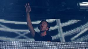 Calvin Harris will fill a headline slot