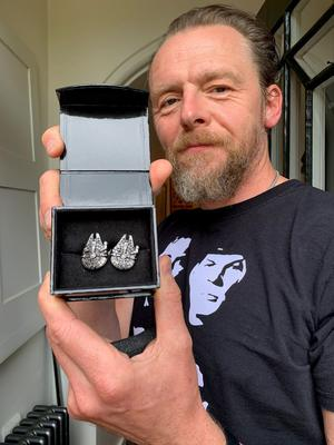 Pegg donated a pair of cufflinks (XXXXX/PA)