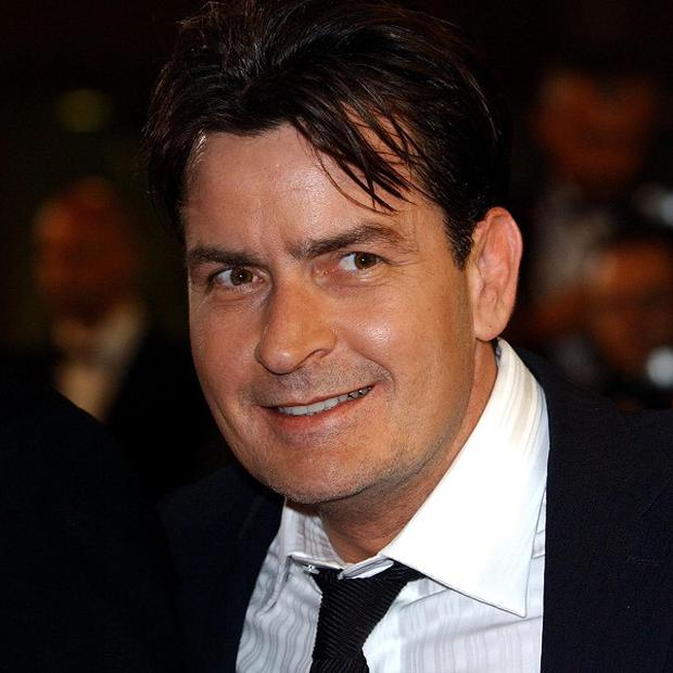 Charlie Sheen has offered to mentor Lindsay Lohan