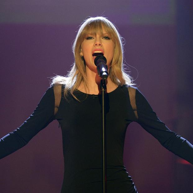 Taylor Swift says she is not a clingy girlfriend