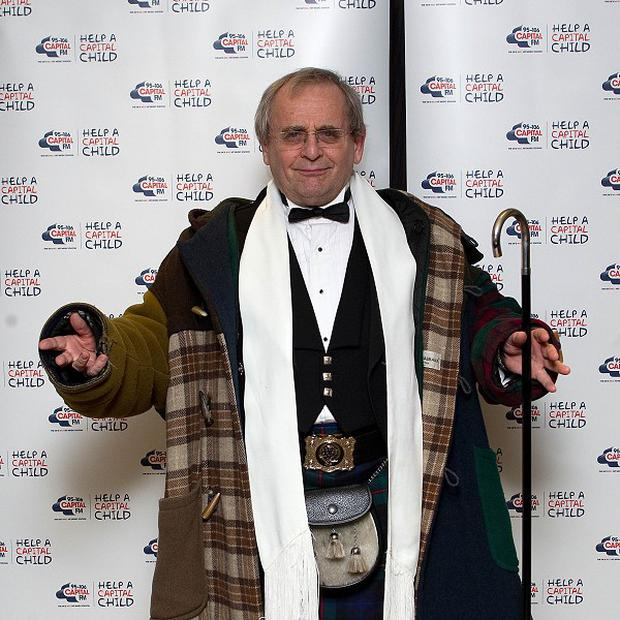 Sylvester McCoy will take part in the quiz show Pointless Celebrities