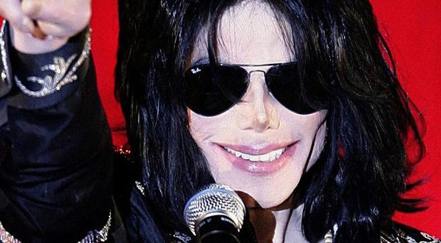 Michael Jackson had a problem with prescription pain medications, says a doctor who treated him during a 1993 concert tour