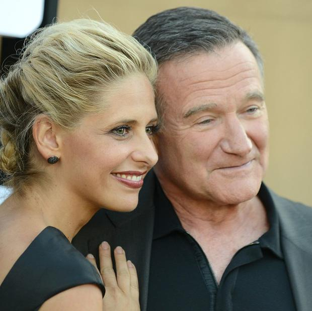 Sarah Michelle Gellar said that she wanted co-star Robin Williams to adopt her