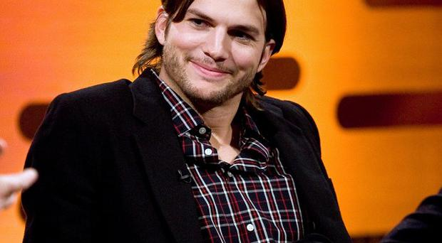 Ashton Kutcher came to the assistance of a stranded group of motorists in Hollywood