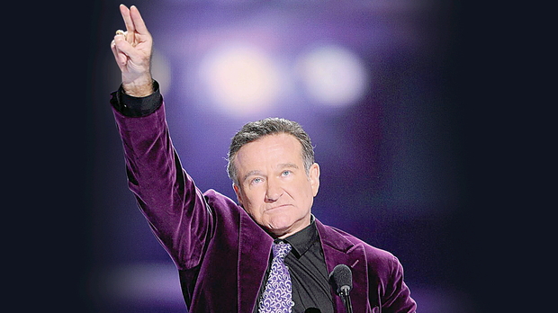 Robin Williams accepts the Favorite Scene Stealing Guest Star award during the 35th Annual People's Choice Awards in 2009