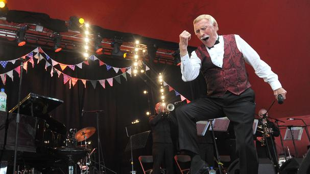 Sir Bruce Forsyth is to perform at the London Palladium